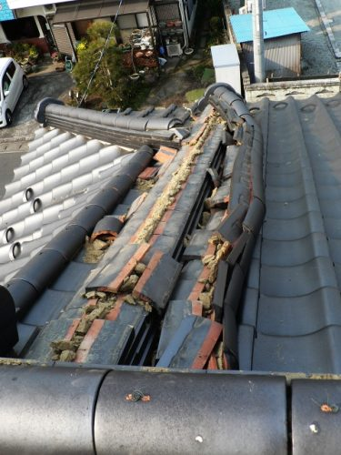 屋根が重いと倒壊の可能性が高くなる