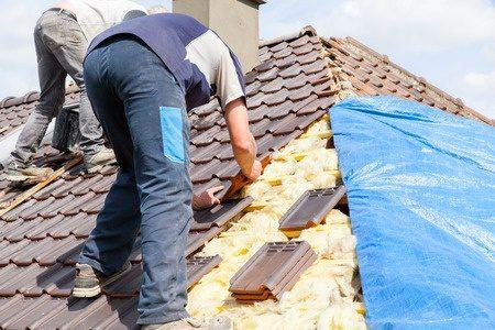 瓦の葺き替えにかかる単価と費用
