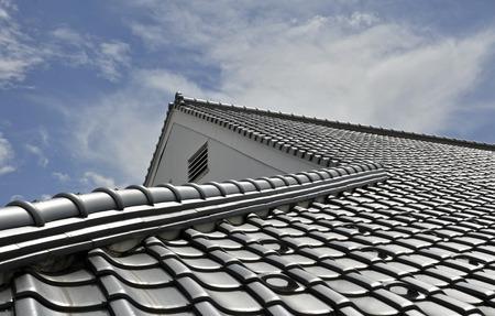 瓦屋根の修理を自分でやるならどんな方法がある?