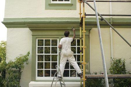 外壁塗装を行う時期は戸建なら新築から何年後が理想的?