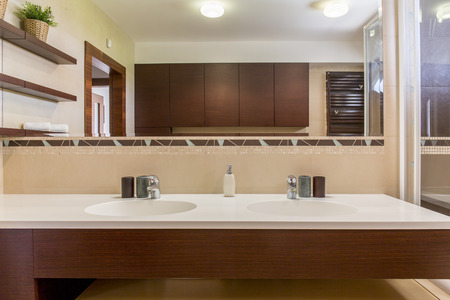 どうリフォームするのが正解?洗面所ごと、それとも蛇口や棚だけの方がお得?