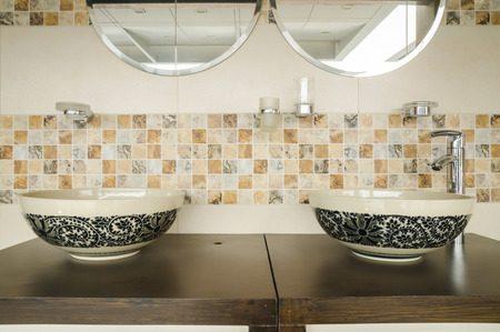 洗面所のリフォーム壁紙とタイルの特徴と費用